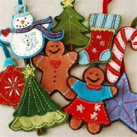 Simple Felt Christmas Decorations